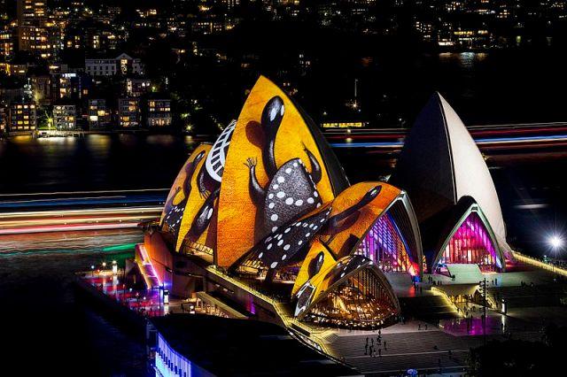 vivid_sydney_2016_sydney_opera_house_songlines_credit_destination_nsw_jh_002